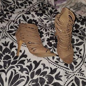 NWT - LC Lauren Conrad heels sz 9 1/2